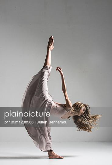 Moves - p1139m1208986 by Julien Benhamou