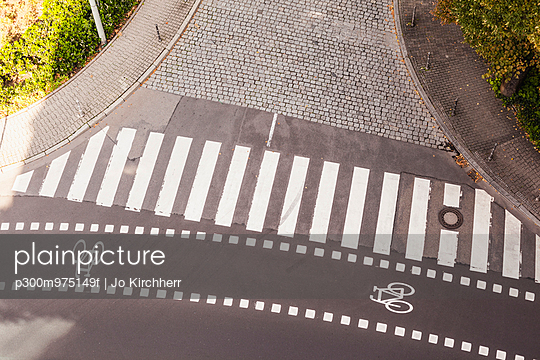 Germany, view to zebra crossing and bicycle lane from above - p300m975149f by Jo Kirchherr