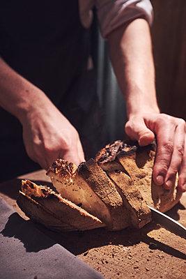 Cutting bread - p913m2134630 by LPF