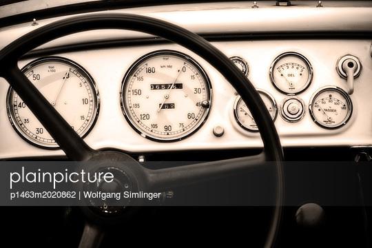 Armaturenbrett, Oldtimer - p1463m2020862 von Wolfgang Simlinger
