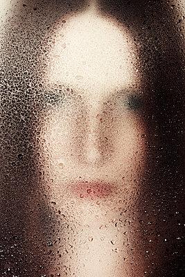 Tropfenportrait - p1574m2147963 von manuela deigert