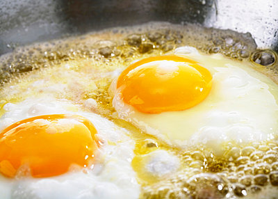 Two fried eggs - p4735896f by STOCK4B-RF