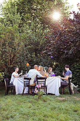 Gartenparty - p788m823783 von Lisa Krechting