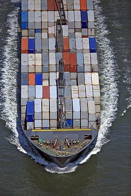 Containerschiff - p1016m907536 von Jochen Knobloch