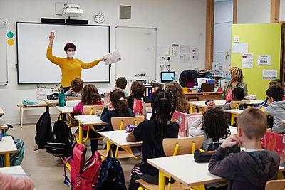 Primary school during coronavirus crisis in France - p1610m2215564 by myriam tirler