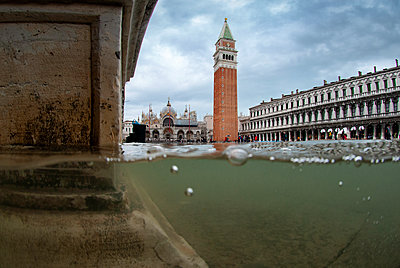 St. Mark's Square flooded by high tide, Venice, UNESCO World Heritage Site, Veneto, Italy - p871m2122916 by Antonio Busiello