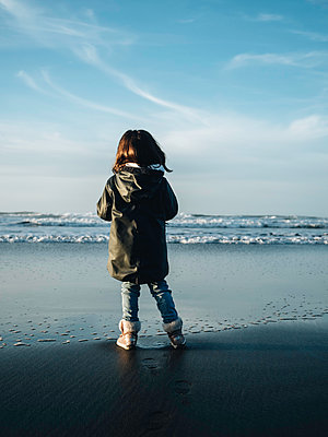 Little girl on the beach - p1522m2159138 by Almag