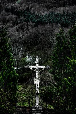 Altes Kruzifix - p248m1225847 von BY