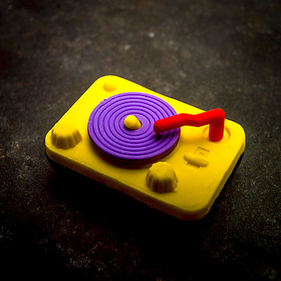 Toy shaped record player. - p813m1122815 by B.Jaubert