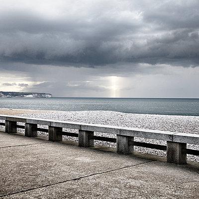 Verlassener Strand - p1137m1091044 von Yann Grancher