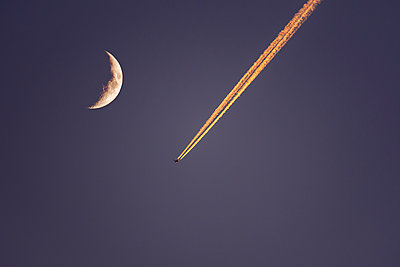 Plane flying next to moon at dusk - p1427m1553627 by Dermot Conlan