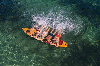 Splashing about on the surfboard - p1437m2283281 by Achim Bunz