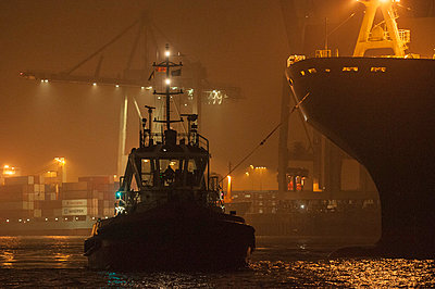 Containership - p178m808405 by owi