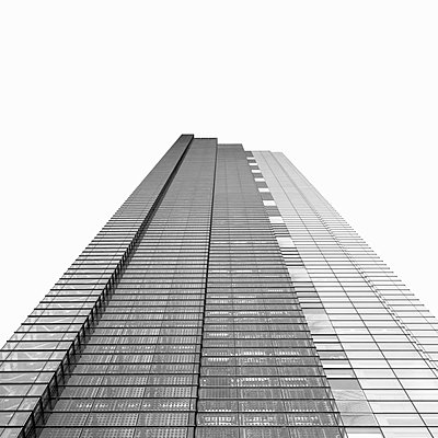 Low angle view of skyscraper - p429m756371 by Alex Holland