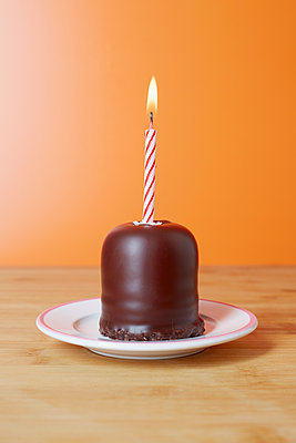 Birthday Candles - p464m1124510 by Elektrons 08