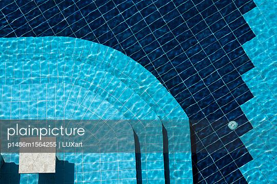 Schwimmbad 1 - p1486m1564255 von LUXart