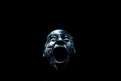 Head of man screaming - p1165m952630 by Pierro Luca