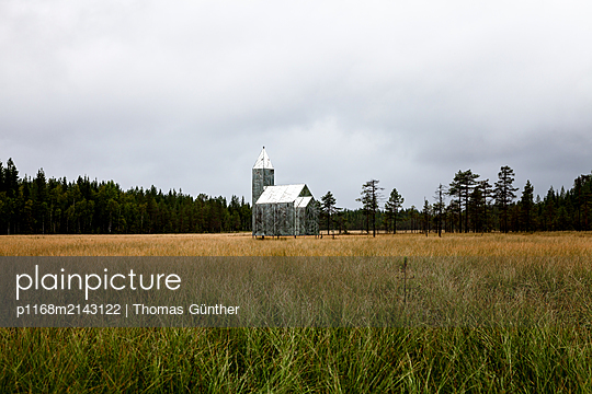 Swamp church - p1168m2143122 by Thomas Günther