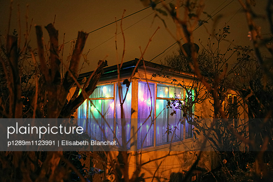 Prefab at night - p1289m1123991 by Elisabeth Blanchet