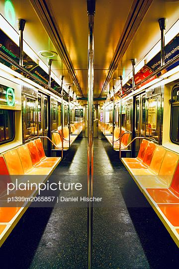 U-Bahn in New York - p1399m2065857 von Daniel Hischer
