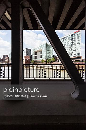 Brücke - p1222m1026344 von Jérome Gerull