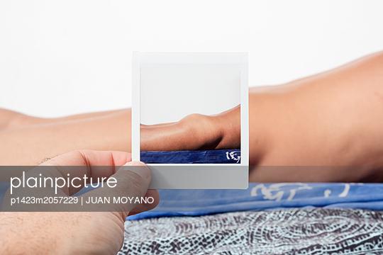 Polaroid of female body - p1423m2057229 by JUAN MOYANO