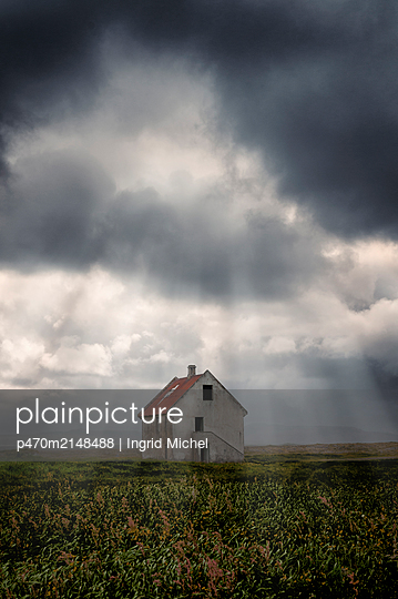 Abandoned house in Iceland - p470m2148488 by Ingrid Michel