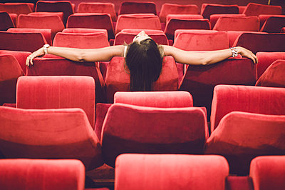 Woman stting in the movies - p1150m1138076 by Elise Ortiou Campion