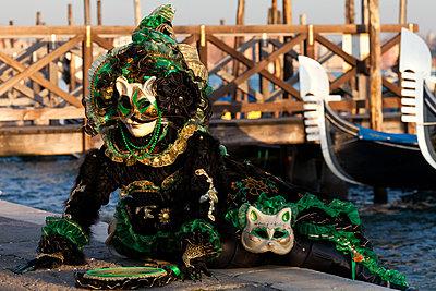 Masks at Venice Carnival in St. Mark's Square, Venice, Veneto, Italy, Europe - p871m807567 by Carlo Morucchio