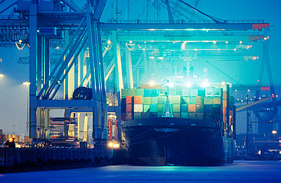 Harbour at night - p3190003 by Elbe&Flut