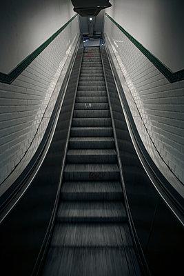 Empty escalators, Paris Métro - p1028m2173579 by Jean Marmeisse