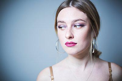 Junge Frau - p1149m2142990 von Yvonne Röder