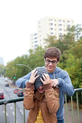 Teenager-Liebe - p981m754546 von Franke + Mans