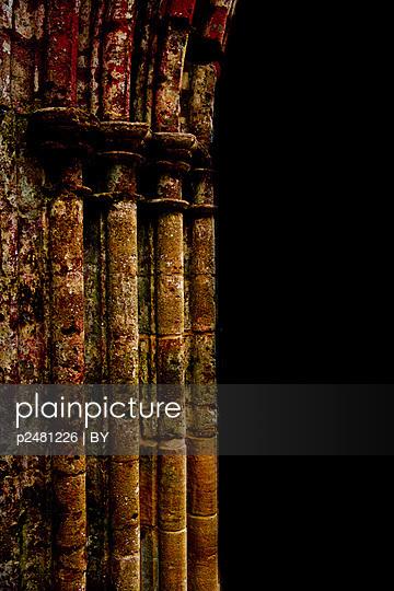 Antike Steinsäule - p2481226 von BY