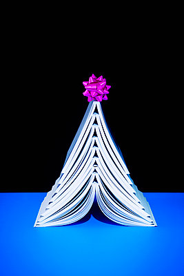 Books as christmas gift - p1149m2043371 by Yvonne Röder