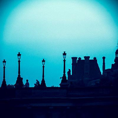 Pariser Brücke am Abend - p1654m2253749 von Alexis Bastin