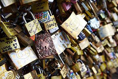 Love locks - p415m822882 by Tanja Luther