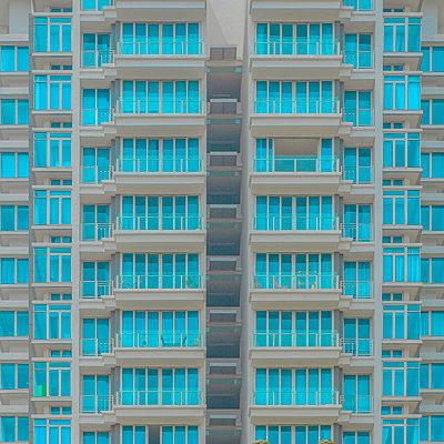 Full frame shot of modern building - p300m2221099 by ibreakphotos
