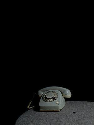 Telefon bei Nacht - p444m898531 von Müggenburg