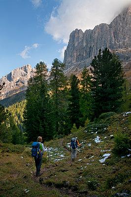 Wandern in den Dolomiten - p470m1090566 von Ingrid Michel