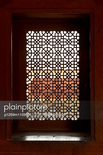 Ornamente im Fenster, Fatehpur Sikri - p1259m1109501 von J.-P. Westermann