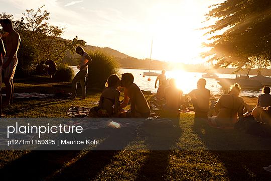 Abend am See - p1271m1159325 von Maurice Kohl