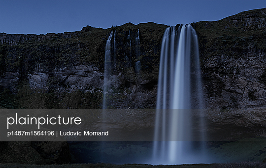 An icelandic waterfall at night - p1487m1564196 by Ludovic Mornand