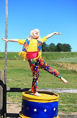Dancing - p045m1044170 by Jasmin Sander