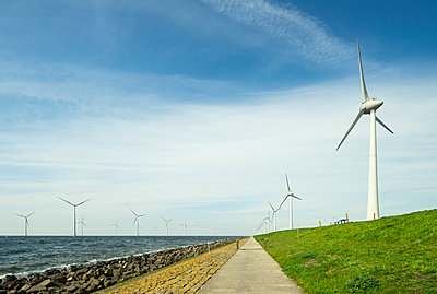 Onshore and offshore wind turbines - p1132m1424056 by Mischa Keijser