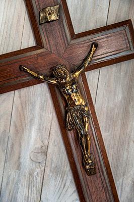 Kruzifix - p971m1006864 von Reilika Landen