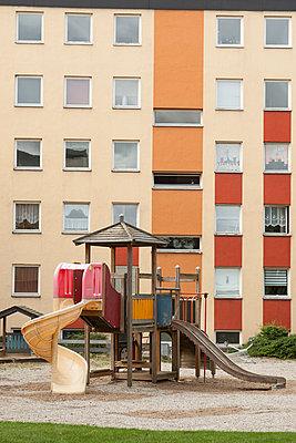 Hinterhof - p403m851155 von Helge Sauber
