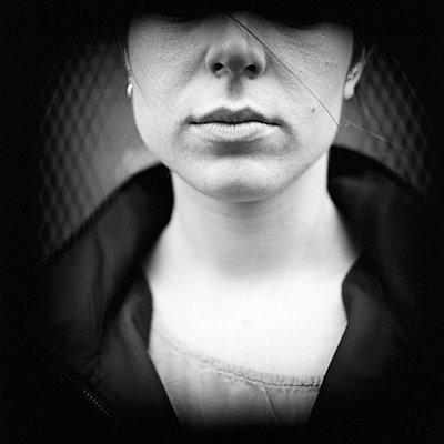 Ernste Frau - p4470074 von Anja Lubitz