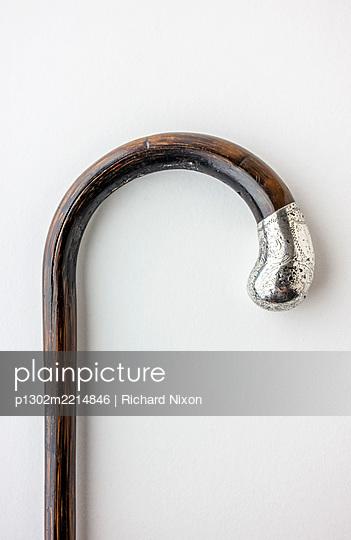 A Victorian Silver mounted walking stick handle - p1302m2214846 by Richard Nixon