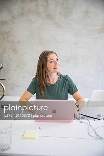 Young woman in communication  - p276m2110672 by plainpicture